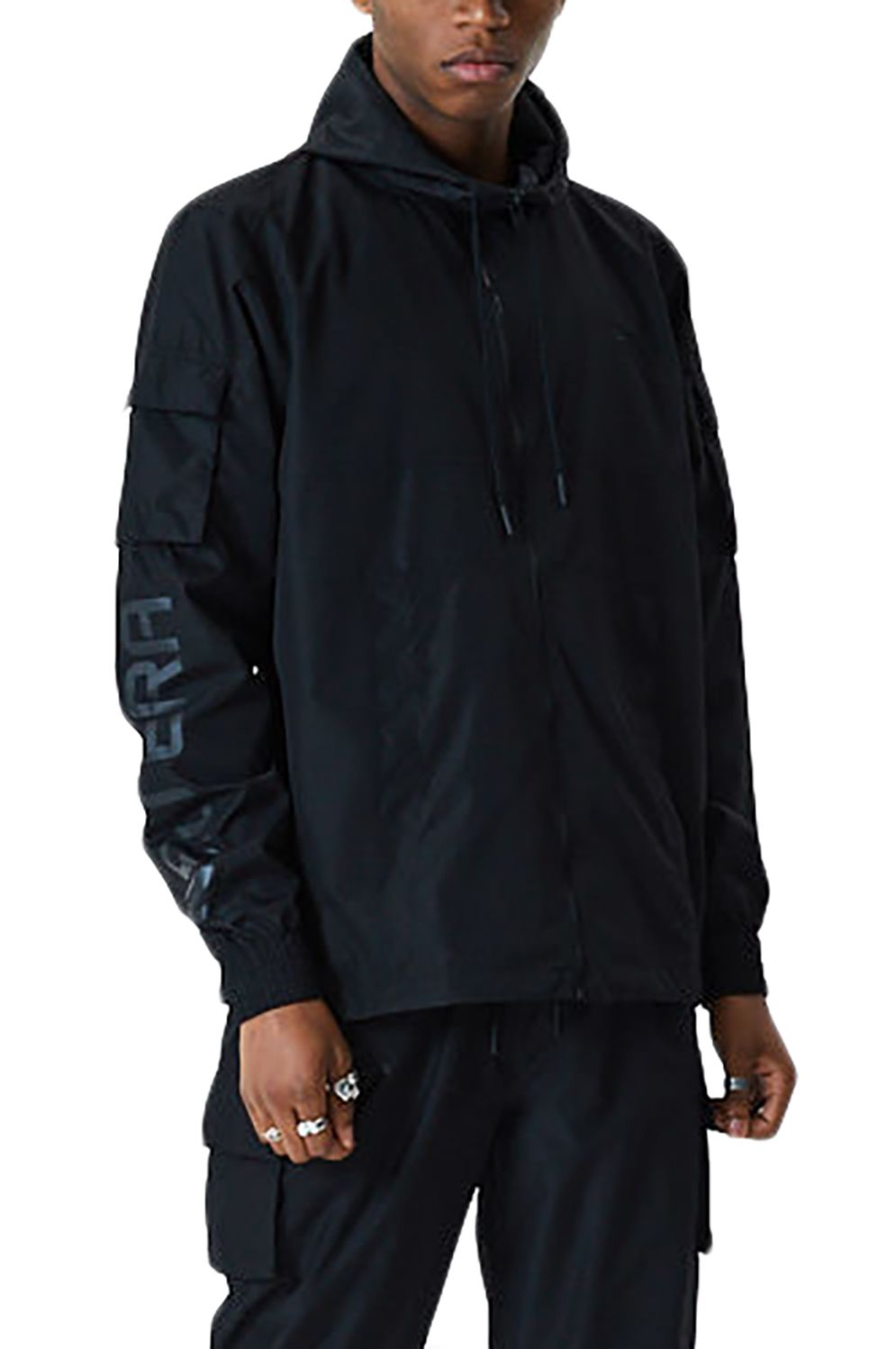 Corta Vento New Era NE CARGO WINDBREAKER Black